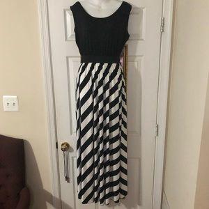 Dresses & Skirts - Women's plus size maxi dress